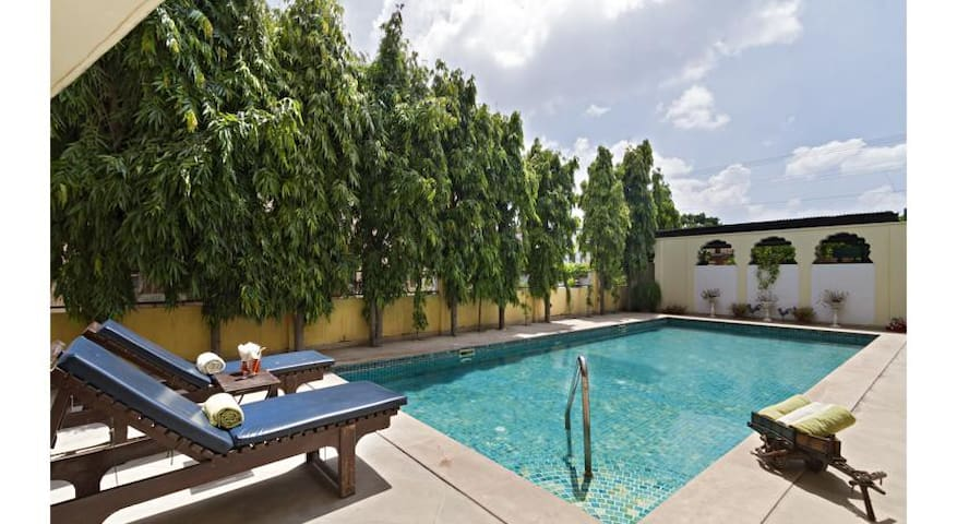 City Centre Heritage Home with Pool +WiFi + pickup