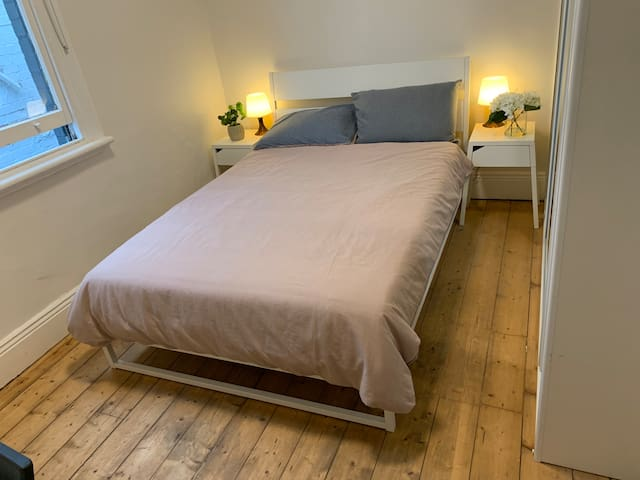 PRIVATE BEDROOM  3 in Petersham, 3min to station