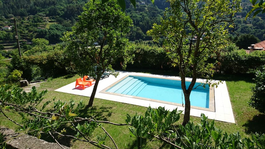 Stunning Private Villa with Mountain View & Pool - Paços de Gaiolo - Vakantiewoning