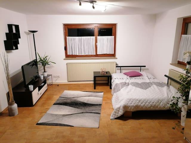 Kleine Wohnung für dich alleine in Stadtnähe