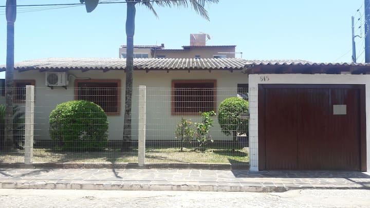 Casa veraneio a 5 quadras praia