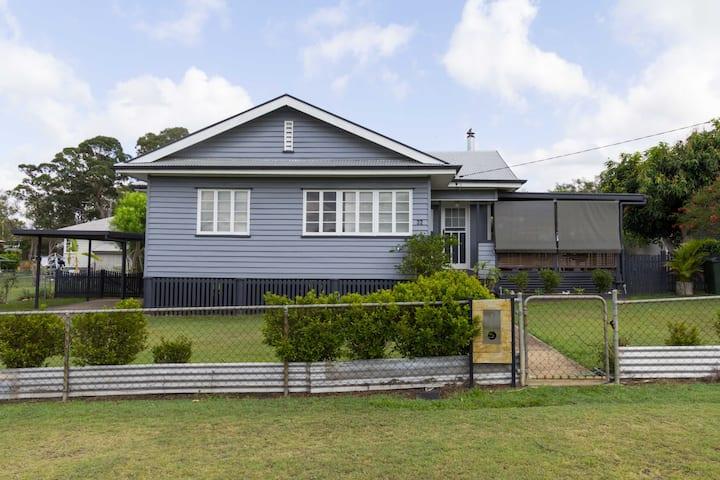 Karen's Cosy Cottage