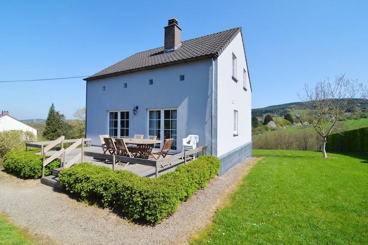 Schönes Ferienhaus in den Ardennen (Luxemburg) mit Terrasse