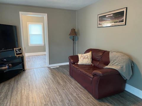 Cozy 2-bedroom house, minutes from UT & downtown