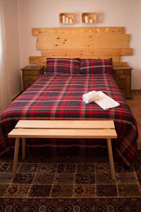 Dormitorio matrimonio cama 1,50 baño privado