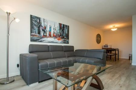 Newly Renovated Apartment Close to Enmax Centrium