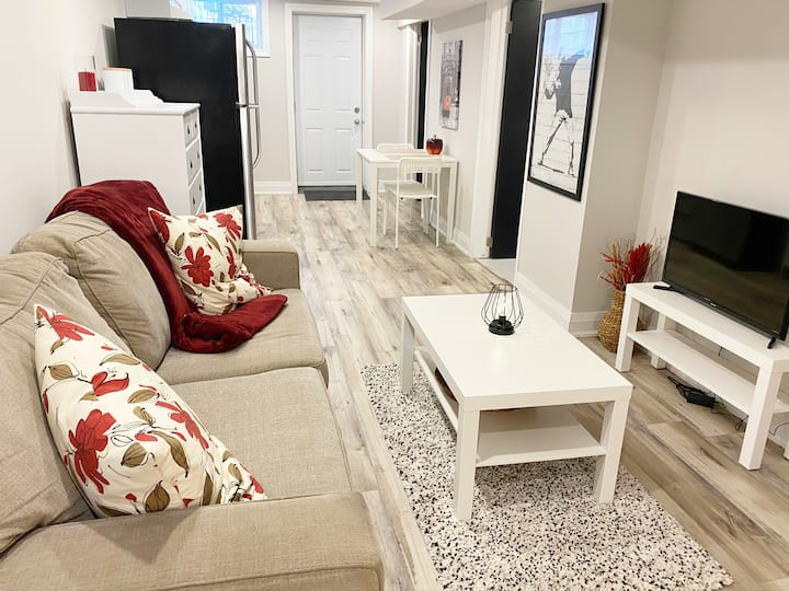 Bright, modern charming suite w/private entrance