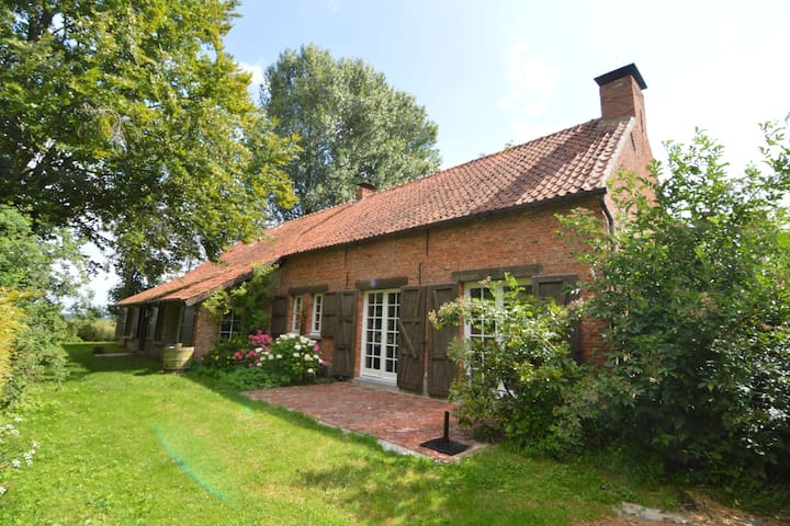 Beautiful farmhouse surrounded by meadows in the Antwerp region