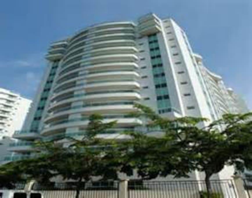 Vista do Condomínio/View of the building