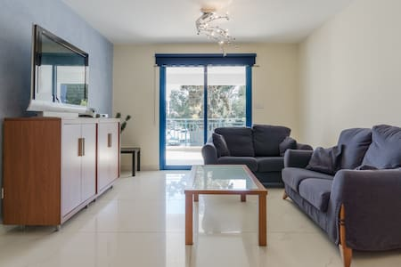 Cozy 2 BR in heart of tourist area - Byt