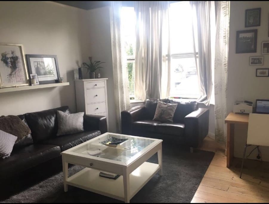 Living room - large smart TV with access to Netflix and amazon available