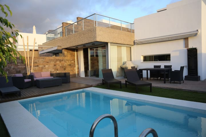 Ultra modern villa with pool 10 bed