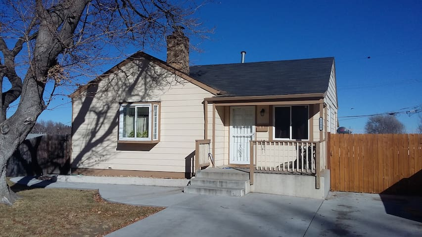 420 Friendly Home, minutes from downtown Denver