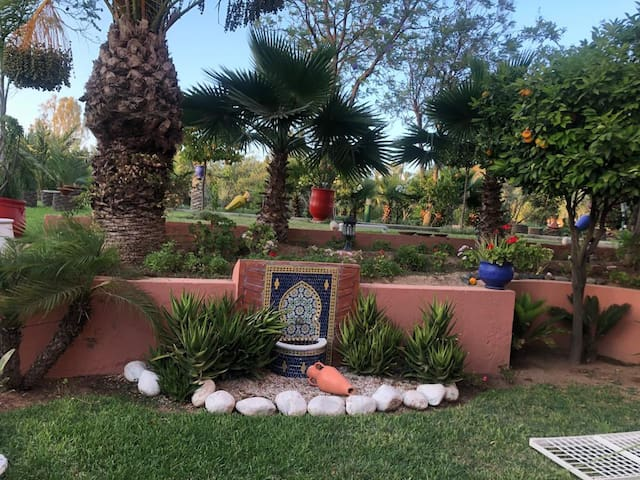 Bel appartement dans un jardin privatif exquis !