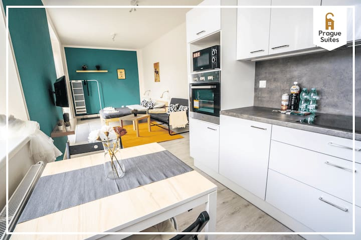 Cozy and sunny suite with kitchen by Prague Suites