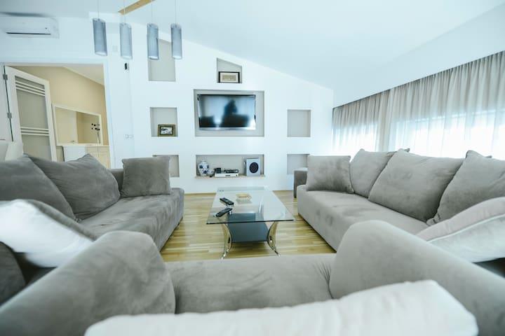 """""""Feel Sarajevo"""" luxury loft"""