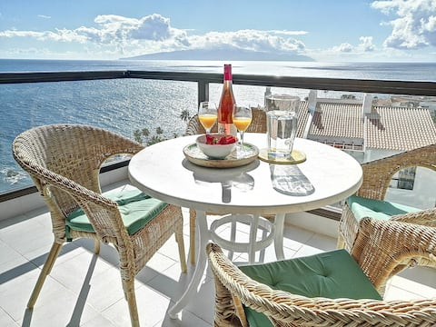 Oceanfront apartment in charming Puerto Santiago!