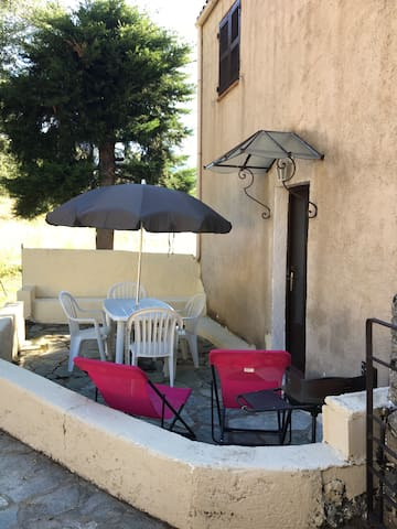 Entrée de l'appartement avec terrasse