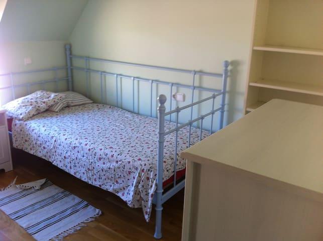 Habitación 3 con cama 2,00 x 1,10 m.