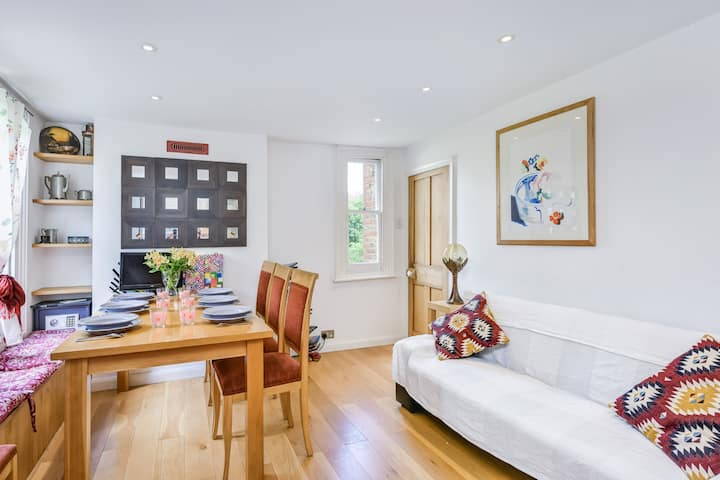 Spacious airy large flat, parking, near station