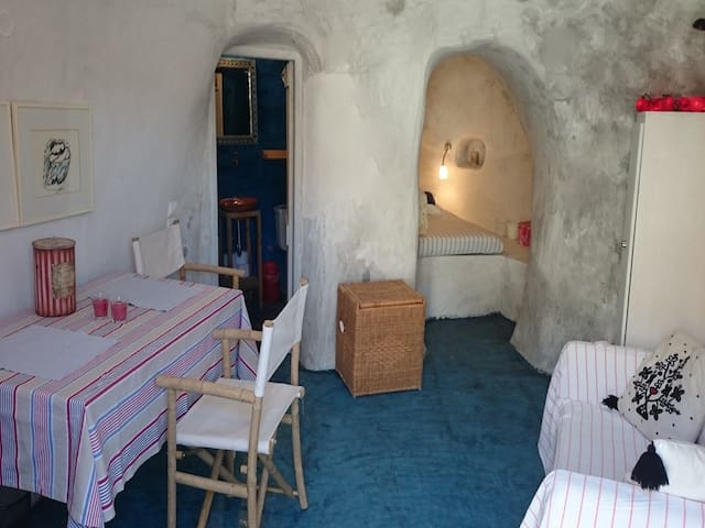 2 bedroom Cave in Santorini RE0288 Detached House - Emporio - Byt