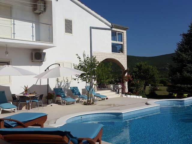 Villa ALMAS med svømmebasseng - Neorić - Hus