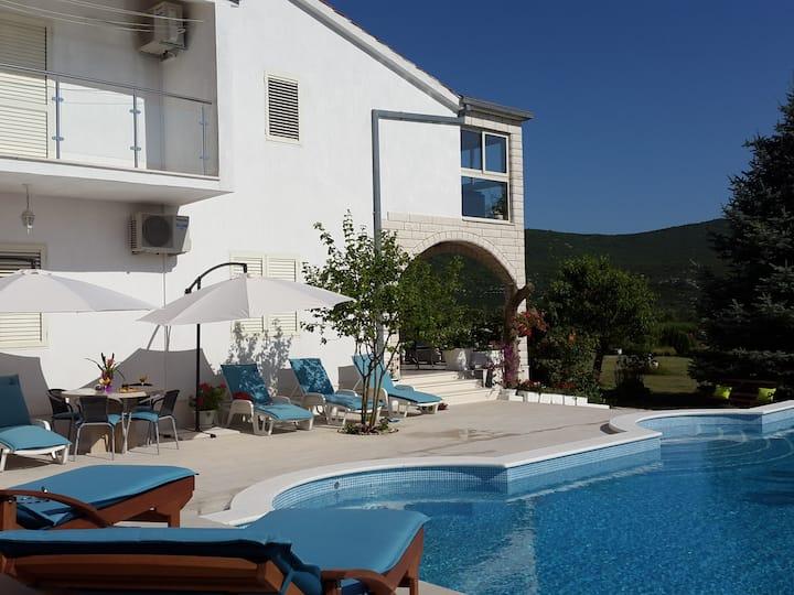 Villa ALMAS avec piscine