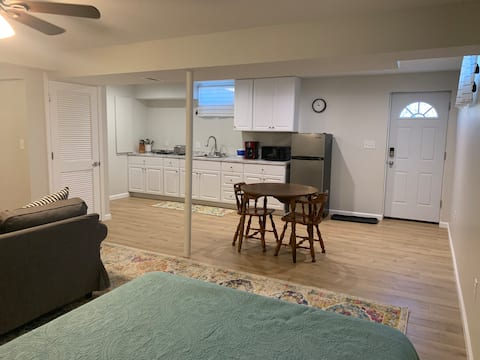 Private Studio Basement Apt - Contactless Entry!