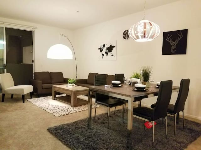 **Modern Decor Resort Condo**