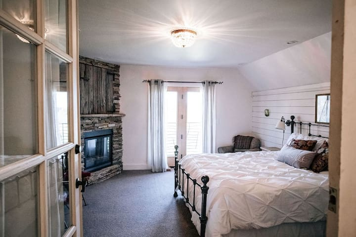 Granary King Master Suite