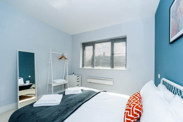 Luxury 2 Bed Hitchin Apartment - Central Location