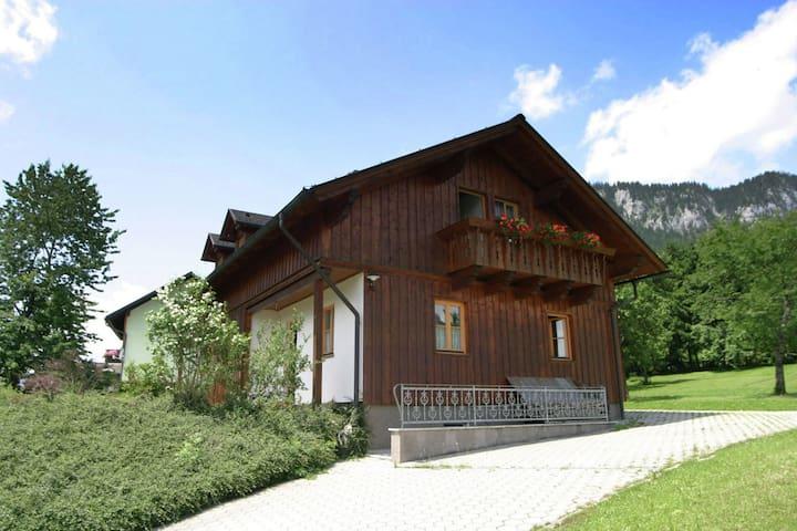 Ruime chalet met uitzicht op de bergen bij Tauplitz