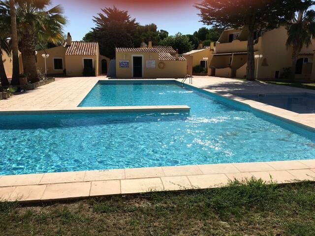 16Apartamento con piscina,playa y puerto deportivo