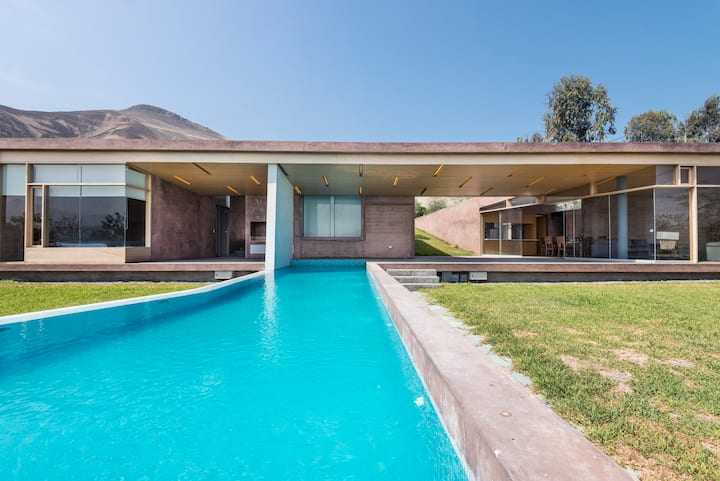 Modern & Rustic Garden House Pool & Sauna in Lima