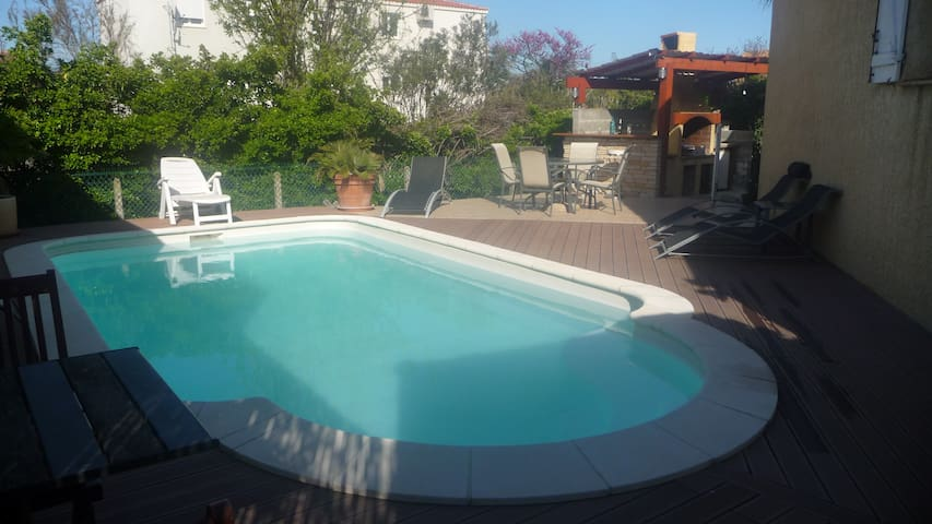 Spacieuse villa avec piscine et bassin aquatique - Frontignan - Villa