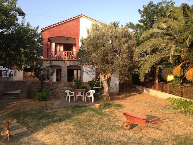 Πέτρινο σπίτι με αυλή&θέα το καλύτερο ηλιοβασίλεμα - Moudros
