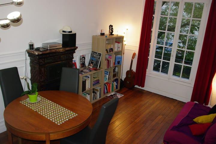 Chambre dans un grand appartement