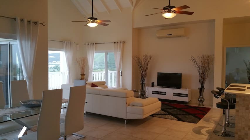 Stunning Views - Luxury 2Bd Condo - Basseterre - Appartement