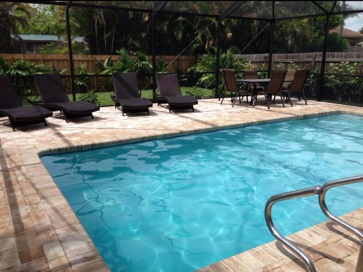 Beachside Bungalow! Beautiful Pool Home- Remodeled
