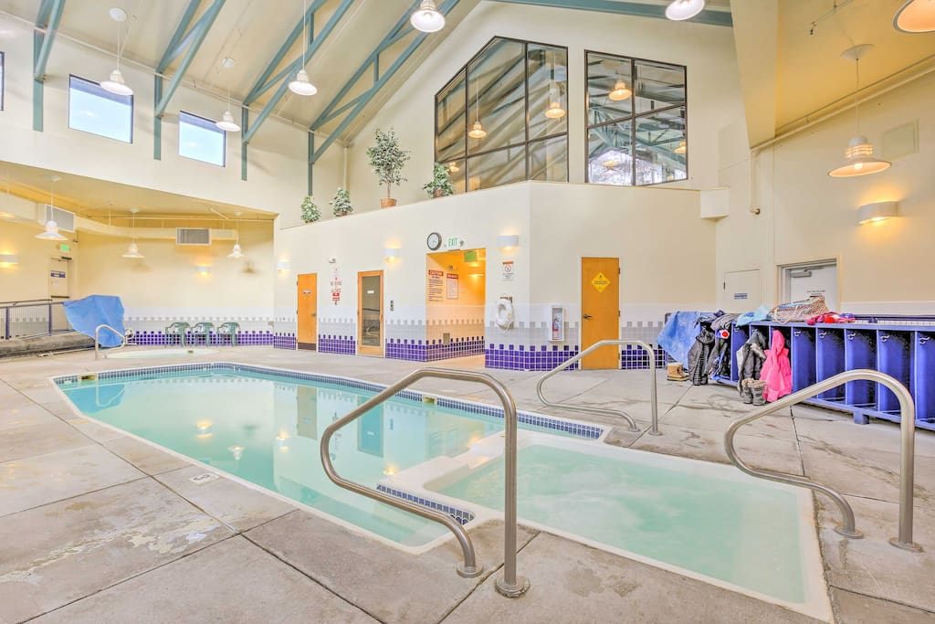 Located within Treehouse Condominiums, this home offers access to community amenities, like an indoor heated pool and 3 Jacuzzis.