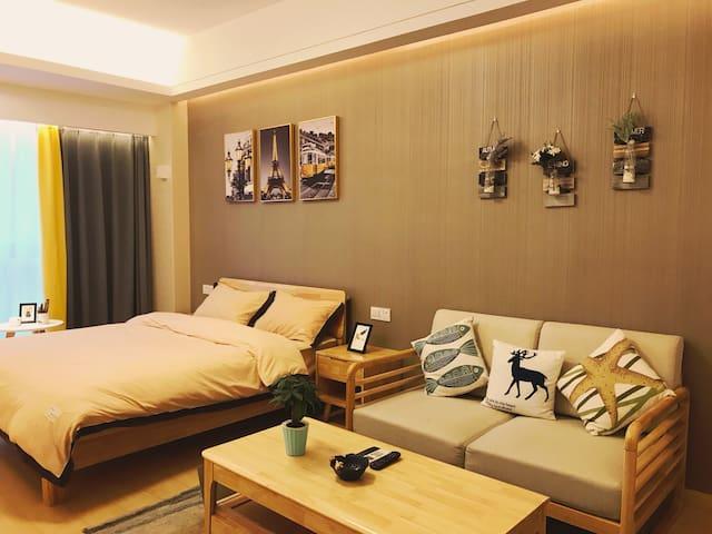 Y14-D1地铁一号线临平银泰城简约一居室公寓