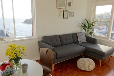 Secluded little beach pad surrounded by the ocean - Manly - Wohnung