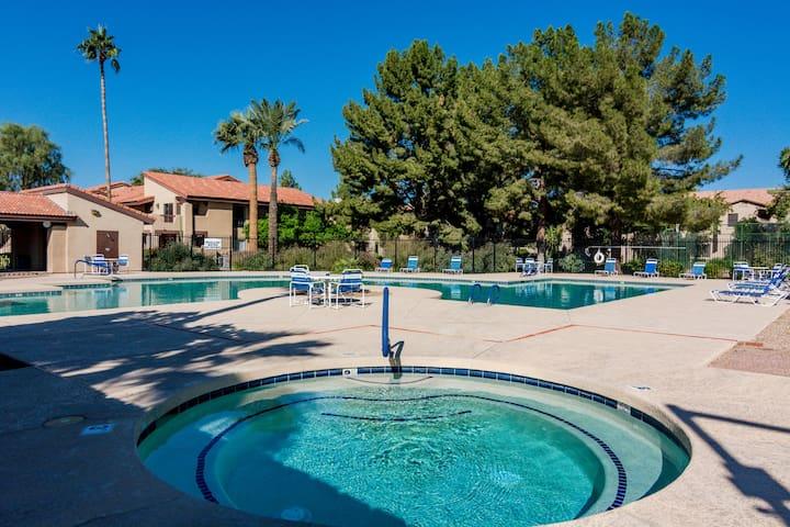 Open Concept 2 Bed + 2 Bath Chandler Condo w pool