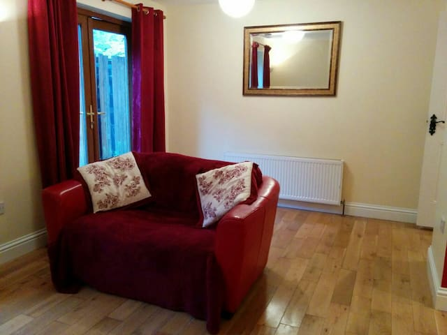 Cosy 2 bed ground floor apartment - Newport - Daire