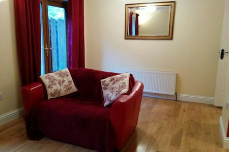 Cosy 2 bed ground floor apartment - Newport - Appartement