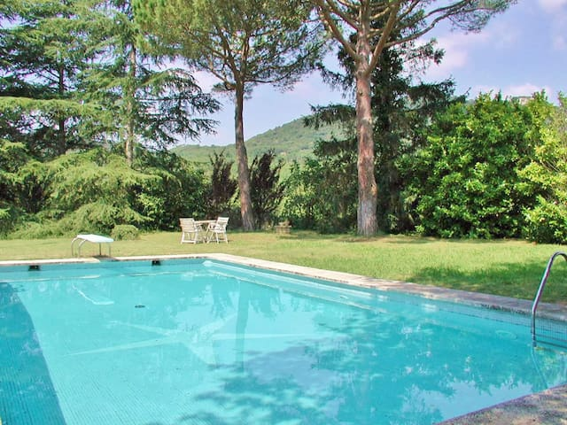 Holiday villa with pool, free wifi and nature views for large families in Orrius, Barcelona - CM323