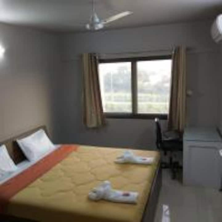 Sunlit room Serviced apt - Phase1, Hinjewadi, Pune