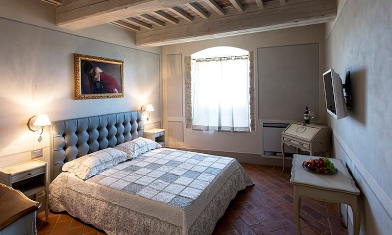 Le Bifore Suite & Dreams refinement and elegance - Cortona - Bed & Breakfast
