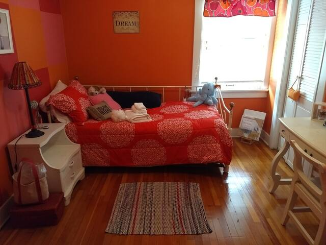 Persi's Place - Single Room