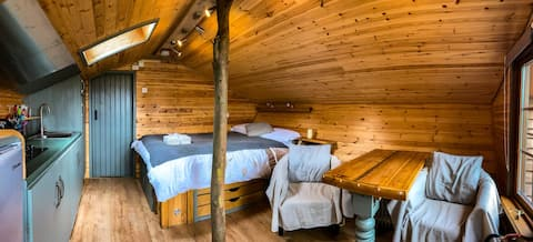Beautiful wooden tiny house | cabin with hot tub 1